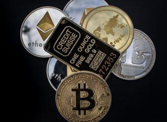 złoto, bitcoin, kryptowaluty, sztabka, moneta, srebro