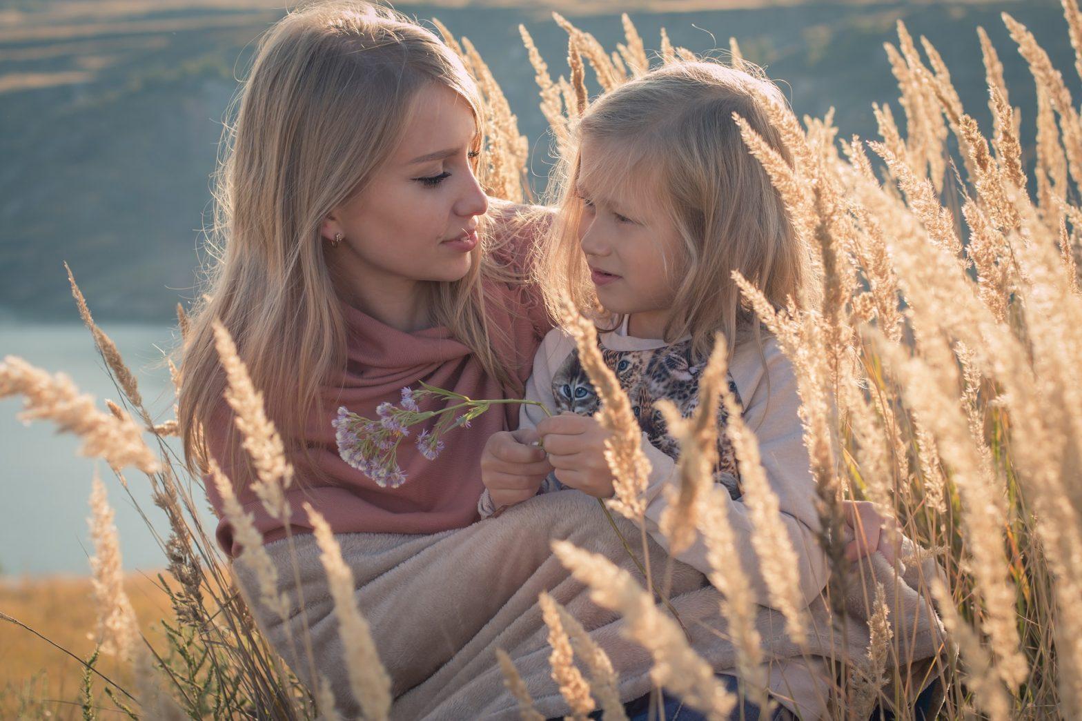 rodzina, matka, dziecko, dziewczynka, łąka, jezioro